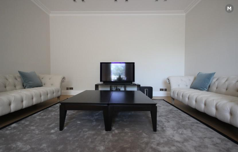 Luxury Three Bedroom Holland Park Apartment with Roof terrace! ICE TOTALLY GAMING 2018 London
