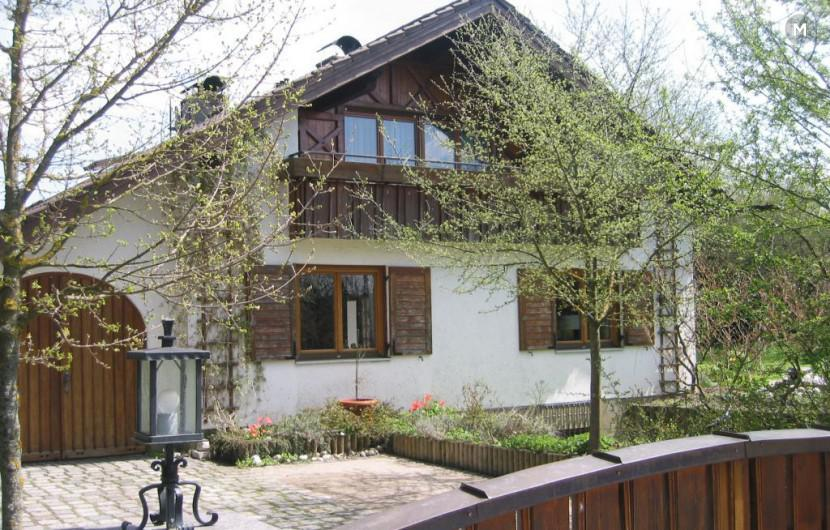 Rural and quiet living near Munich and the Munich Trade Fair Centre with excellent S-Bahn station in nicely furnished 3-room apartment (FeWo2) with a large, covered balcony INTER AIRPORT EUROPE 2017 Munich