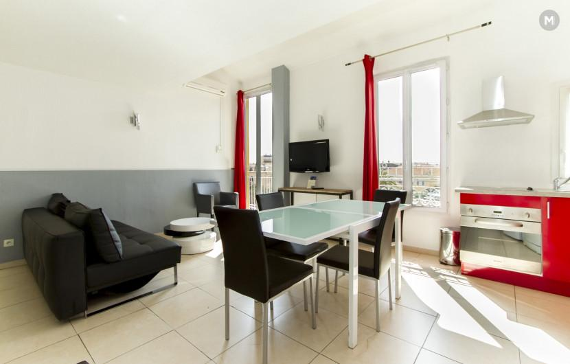 Residence - 10 min walk to the Palais des Festivals and congress - 13