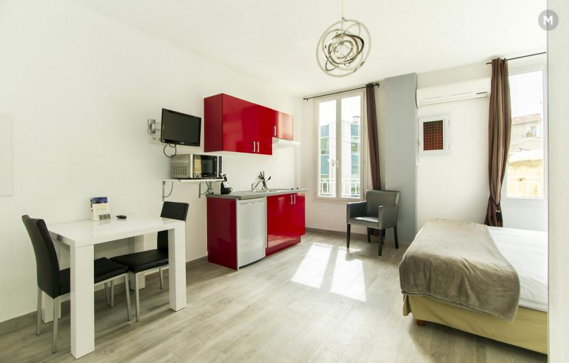 Residence - 10 min walk to the Palais des Festivals and congress - 12