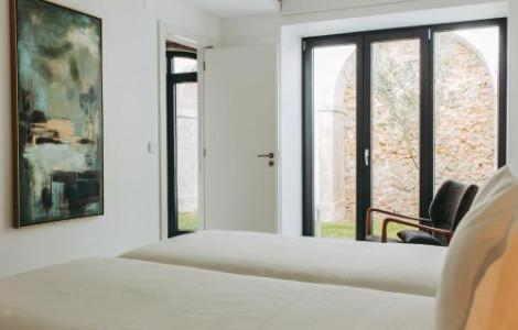 Deluxe One-Bedroom Apartment and Private Garden - 2