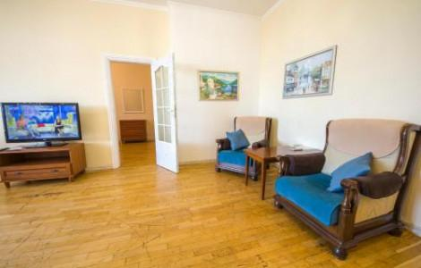 One-Bedroom Apartment  with balcony and city view - Khreschatyk, 25 - 2